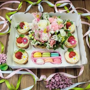 Подарочный набор с цветами на 8 марта №2