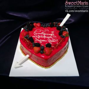 Акция! Торт «Красное сердце с ягодками» 1 кг