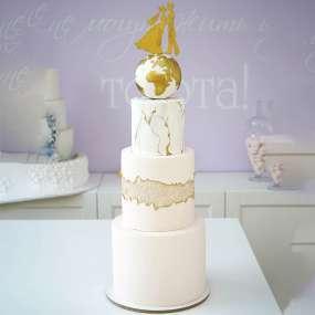 Белый торт земной шар