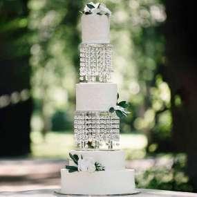 Белый торт фактурный с цветами