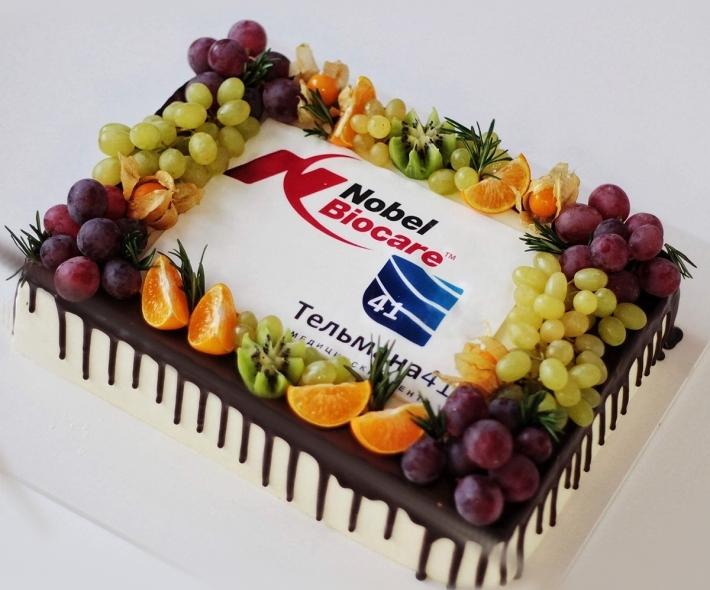 """Торт """"С фруктами и фотопчеатью"""""""