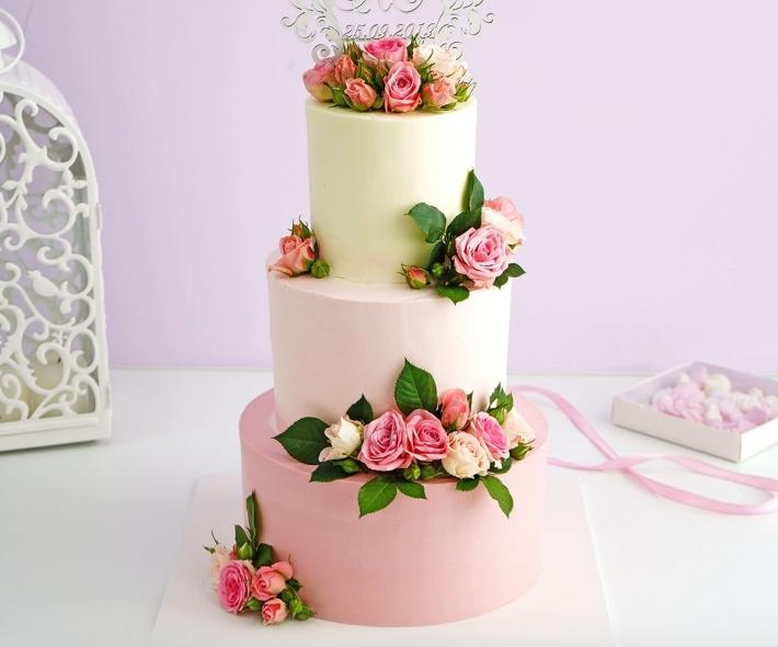 """Торт """"Свадебный с цветами"""""""