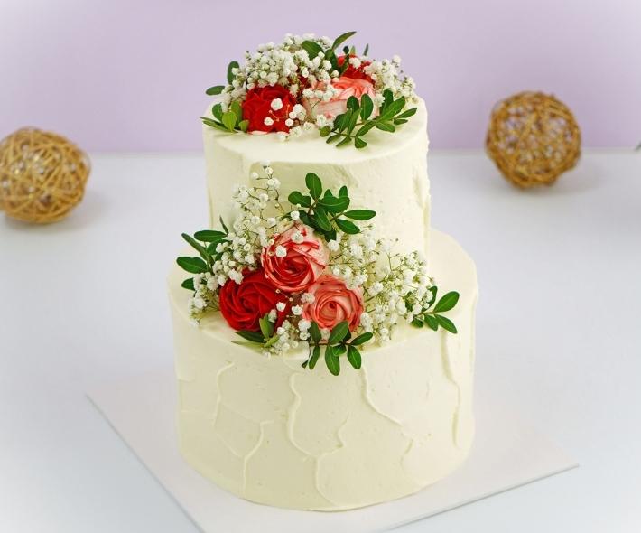 """Торт """"Свадебный с кремовыми цветами"""""""