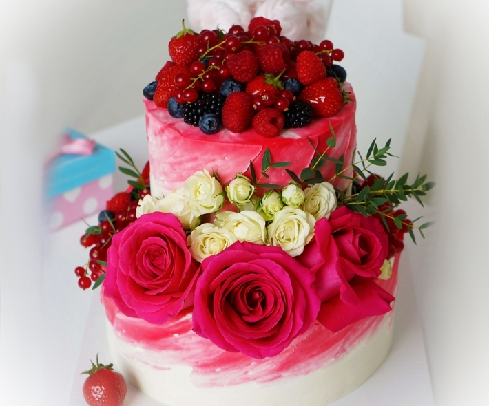 """Торт """"С цветами и ягодами"""""""