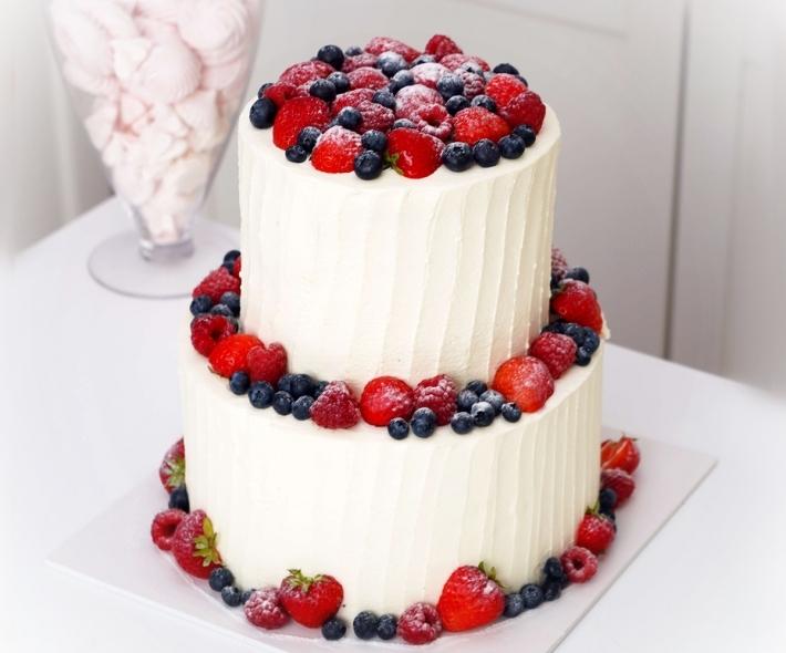 """Торт """"Ярусный с ягодами"""""""
