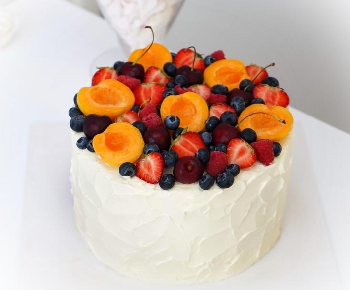 """Торт """"С сезонными фруктами"""""""