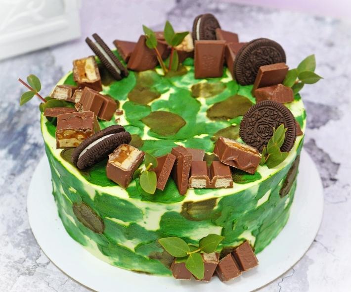 """Торт """"Зеленый со сладостями"""""""