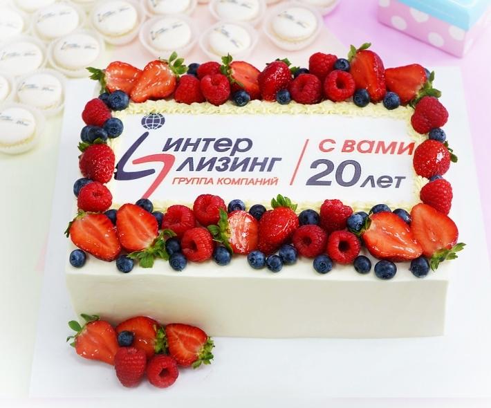 """Торт """"Лого и ягоды"""""""