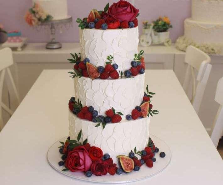 """Торт """"Розы и ягоды"""""""