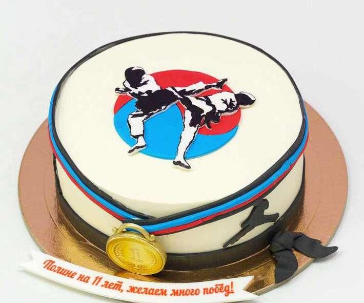 Белый торт для спортсменки