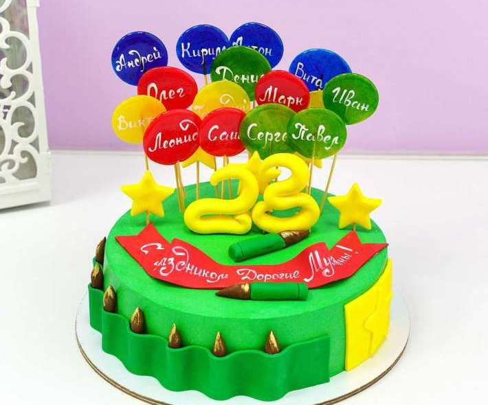 Зеленый торт на 23 февраля с леденцами
