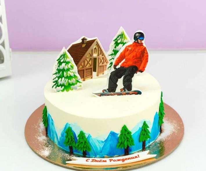 Белый торт сноубордист