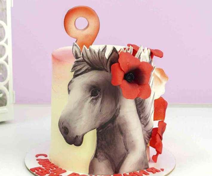 Торт с лошадью