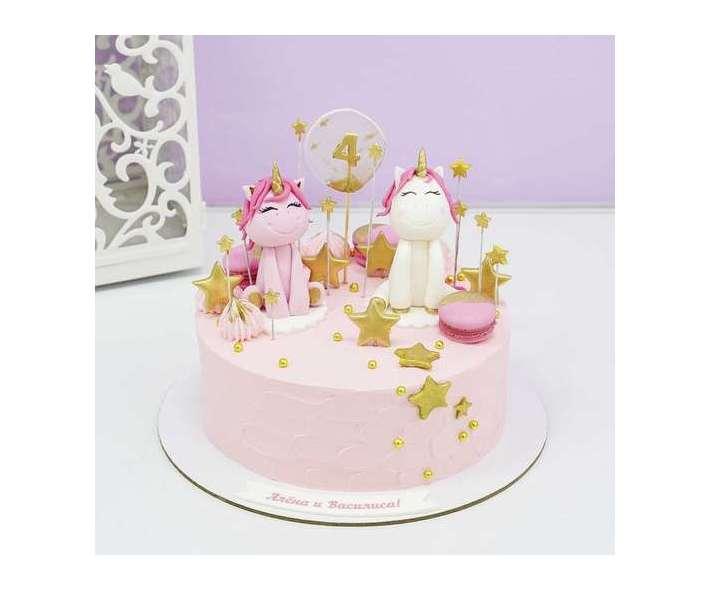 Торт с двумя единорогами розовый