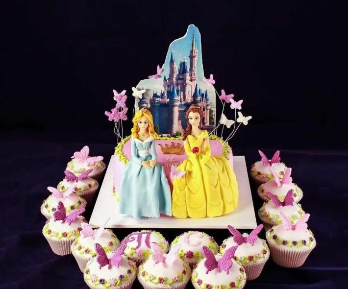 """Торт с капкейками """"Диснеевские принцессы"""""""