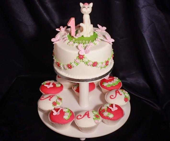 "Торт ""Кошка на лужайке"""