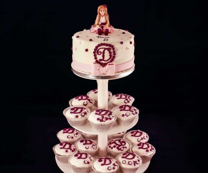 """Торт с капкейками """"Маленькой принцессе"""""""