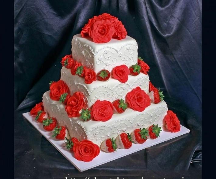 """Торт """"Розы и клубника"""""""