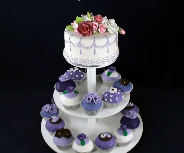 """Торт с капкейками """"Фиолетовая гамма"""""""