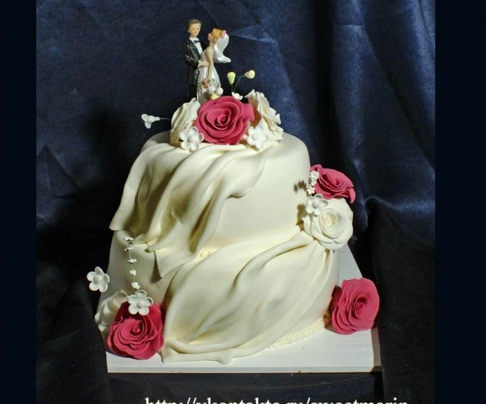 """Торт """"Вуаль и розы"""""""