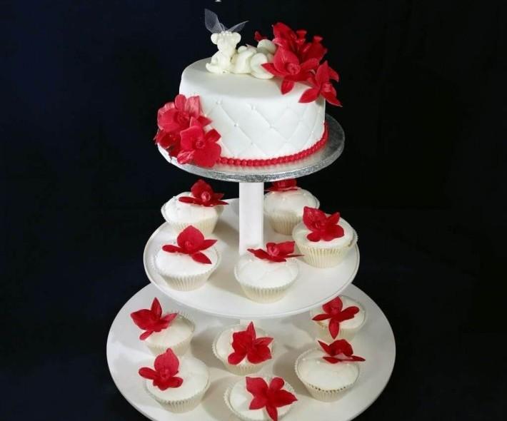 """Торт """"Красные цветы"""""""