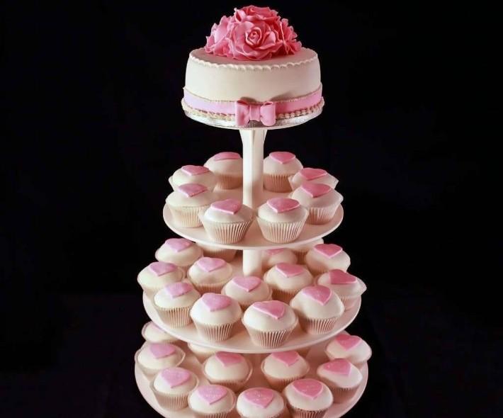 """Торт с капкейками """"Классика в розовом"""""""