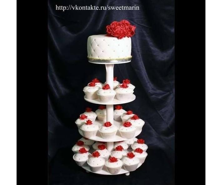 """Торт с капкейками """"Красно-белый"""""""