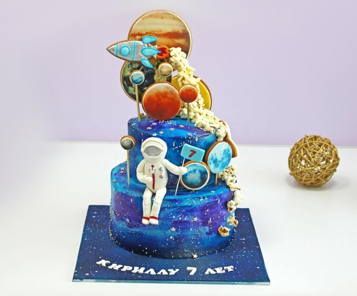 """Торт """"Космонавт и планеты"""""""